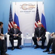 """Ngoại trưởng Mỹ """"choáng"""" vì cách ông Trump hỏi ông Putin"""