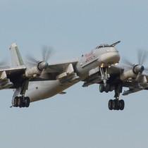 """""""Gấu hạt nhân"""" Tu-95 - oanh tạc cơ được Nga tin dùng hơn 60 năm"""
