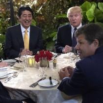 Đệ nhất phu nhân Nhật không nói tiếng Anh khi ngồi cạnh ông Trump