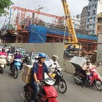 """Hai dự án đường sắt trên cao ở Hà Nội và những """"cái bẫy"""" trên mặt đường"""
