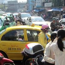 """Vinataxi tìm """"kế"""" nào cạnh tranh với Uber và Grab?"""