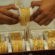 Giá vàng leo lên đỉnh 7 tuần sau họp báo của ông Trump