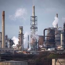 Giá dầu sụt hơn 2% sau số liệu nguồn cung tăng tại Mỹ