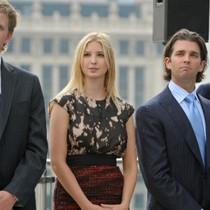 """Gia tộc Trump gấp rút """"giải tán"""" quỹ từ thiện vì xung đột lợi ích"""