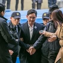"""""""Thái tử"""" Samsung: Ngồi phòng giam của sát nhân, xem tivi của LG"""