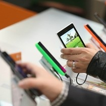 Điện thoại Việt Nam đang quyết tâm giành lại phân khúc tầm trung?