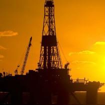 Trước giờ giao dịch 25/8: Giá dầu tiếp tục rơi sâu, chiết khấu của Market Vectors vẫn lên tới 3,41%