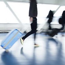 """Hành khách Vietnam Airlines """"tố"""" 3 lần bị bẻ khóa vali"""