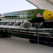 """Mỹ có """"mẹ của các loại bom"""", Nga có """"cha của tất cả những quả bom"""""""