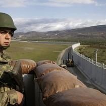 Vì sao Thổ Nhĩ Kỳ xây tường, tháp canh và rải dây thép gai trên biên giới với Iran?