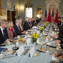 """Mỹ hối thúc Trung Quốc """"chặn cửa"""" làm ăn với Triều Tiên"""