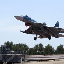 """[Infographic] Sức mạnh """"hủy diệt"""" của chiến đấu cơ Su-33"""