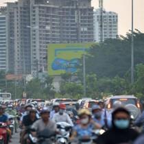 Vô tư nhồi nhét cao ốc gây tắc đường vì thiếu luật