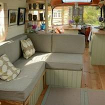 Ngôi nhà di động sang chảnh được làm từ xe buýt cũ của cô nàng độc thân