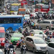 Một nửa số người có ô tô ở Hà Nội, TP.HCM cân nhắc bán xe vì đi lại khó khăn