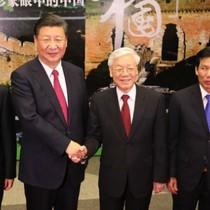 Lãnh đạo Việt Nam - Trung Quốc thăm triển lãm ảnh tại Hà Nội