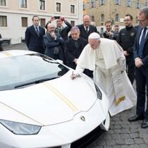 Giáo hoàng Francis bán siêu xe Lamborghini để làm từ thiện
