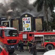 Cháy quán karaoke trên đường Linh Đàm