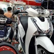 Nghịch lý: Ô tô giảm giá, xe máy tăng vù vù, Honda SH chênh tới 17 triệu đồng