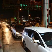 Cảnh trái khoáy ở trạm thu phí Cai Lậy lúc nửa đêm