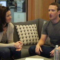 Mark Zuckerberg bị đề nghị từ chức