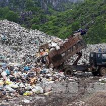 """Bãi rác quá tải gần 2 năm, doanh nghiệp vẫn """"án binh bất động"""""""