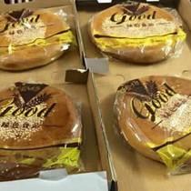 """Bánh trung thu """"xách tay"""" Hong Kong giá rẻ hút khách"""