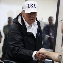 Tổng thống Trump thị sát khu vực chịu hậu quả siêu bão Harvey