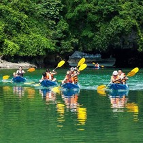 Đình chỉ 6 đơn vị kinh doanh thuyền kayak trên vịnh Hạ Long