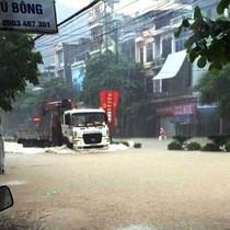 TP. Cẩm Phả - Quảng Ninh: Sau cơn mưa, phố biến thành sông