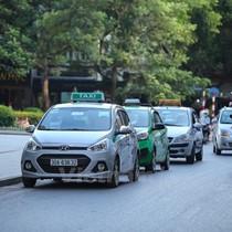 """Chờ Nghị định sửa đổi: Hàng nghìn xe taxi có nguy cơ """"đắp chiếu"""""""