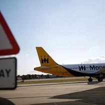 Anh cố giúp 110.000 hành khách hồi hương sau khi hãng bay phá sản