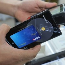 """Samsung Pay đánh thức hàng chục triệu thẻ ATM đang """"ngủ đông"""""""