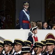 Tây Ban Nha duyệt binh thể hiện đoàn kết giữa khủng hoảng Catalonia