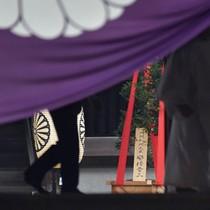 Thủ tướng Nhật Bản gửi đồ lễ tới đền thờ chiến tranh