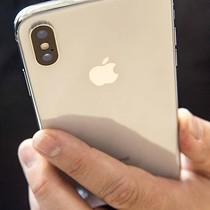 Apple: Chúng tôi sẽ không chèo kéo khách hàng mua iPhone X