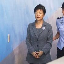 Hàn Quốc chỉ định 5 luật sư bào chữa cho bà Park Geun-hye