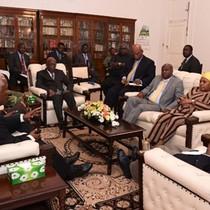Hình ảnh đầu tiên về tổng thống Zimbabwe sau khi bị quản thúc
