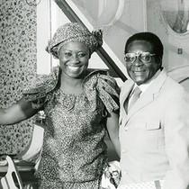 Tổng thống Zimbabwe khóc, nhắc đến người vợ quá cố