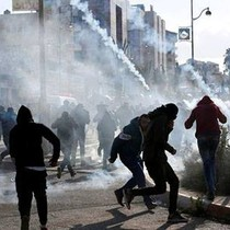 Hàng nghìn người Palestine biểu tình, đụng độ với quân đội Israel