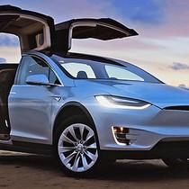 Máy chủ của Tesla bị hack để đào tiền ảo