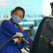 Giá xăng, dầu đồng loạt tăng mạnh lên đến hơn 900 đồng/lít