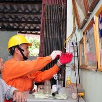 12.000 hộ nghèo được sửa điện miễn phí