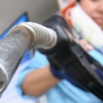 Tiếp tục giữ nguyên giá xăng, giảm nhẹ giá dầu