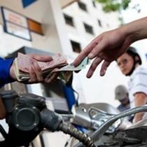 Giá xăng giảm gần 710 đồng/lít từ 3 giờ chiều nay