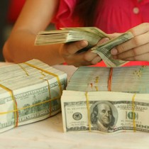 Chưa cân đối cung, cầu USD