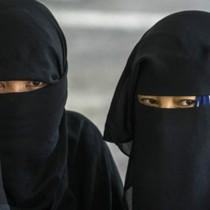 Trung Quốc cấm dùng khăn che mặt ở Tân Cương