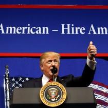 Ông Trump ký lệnh bổ sung quy định 'Mua hàng Mỹ/Thuê người Mỹ'