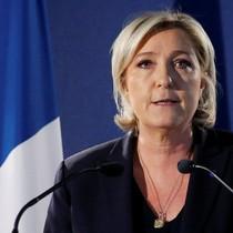 Bà Le Pen: Macron là kẻ yếu đuối