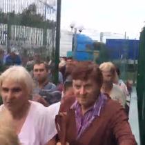 Dân Ukraine dẫm đạp lên nhau tại biên giới Ba Lan sau khi được miễn thị thực